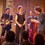 Pilar con la sua band e Alessandro Sortino