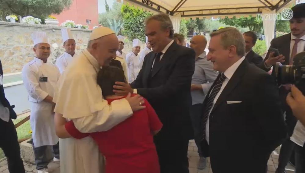 Papa Francesco visita a sorpresa Casale 4.5