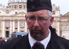Michael Haines, il fratello dell'ostaggio inglese ucciso dall'Isis, in udienza da Papa Francesco