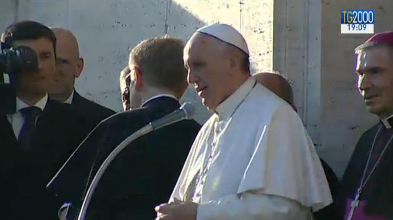 Papa Francesco saluta la comunità parrocchiale S.Maria Regina Pacis di Ostia