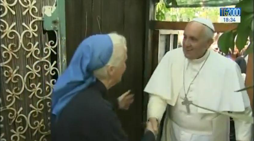 Il fuoriprogramma di Papa Francesco: la visita alle Piccole Suore di Gesù di Ostia