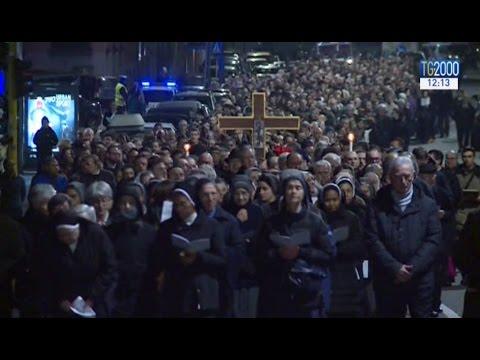 Milano, aspettando Francesco in cammino, dietro il Santo chiodo della Croce di Gesù