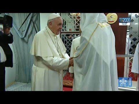 Il Papa negli Emirati Arabi, l'accoglienza e la visita al palazzo presidenziale