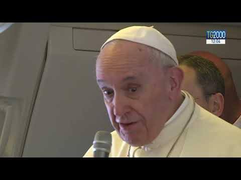 Papa Francesco sul volo verso Abu Dhabi: la pioggia negli Emirati segno di benedizione