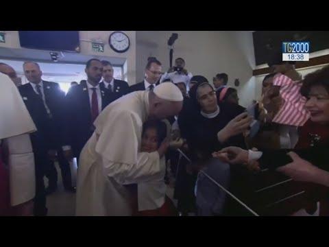 L'abbraccio di Papa Francesco alla Chiesa degli Emirati Arabi