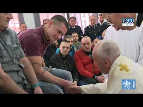 Il Papa e la lavanda dei piedi con i carcerati. Il racconto del cappellano