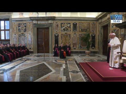 Papa Francesco a nunzi e diplomatici: non cercate il lusso e gli indumenti firmati