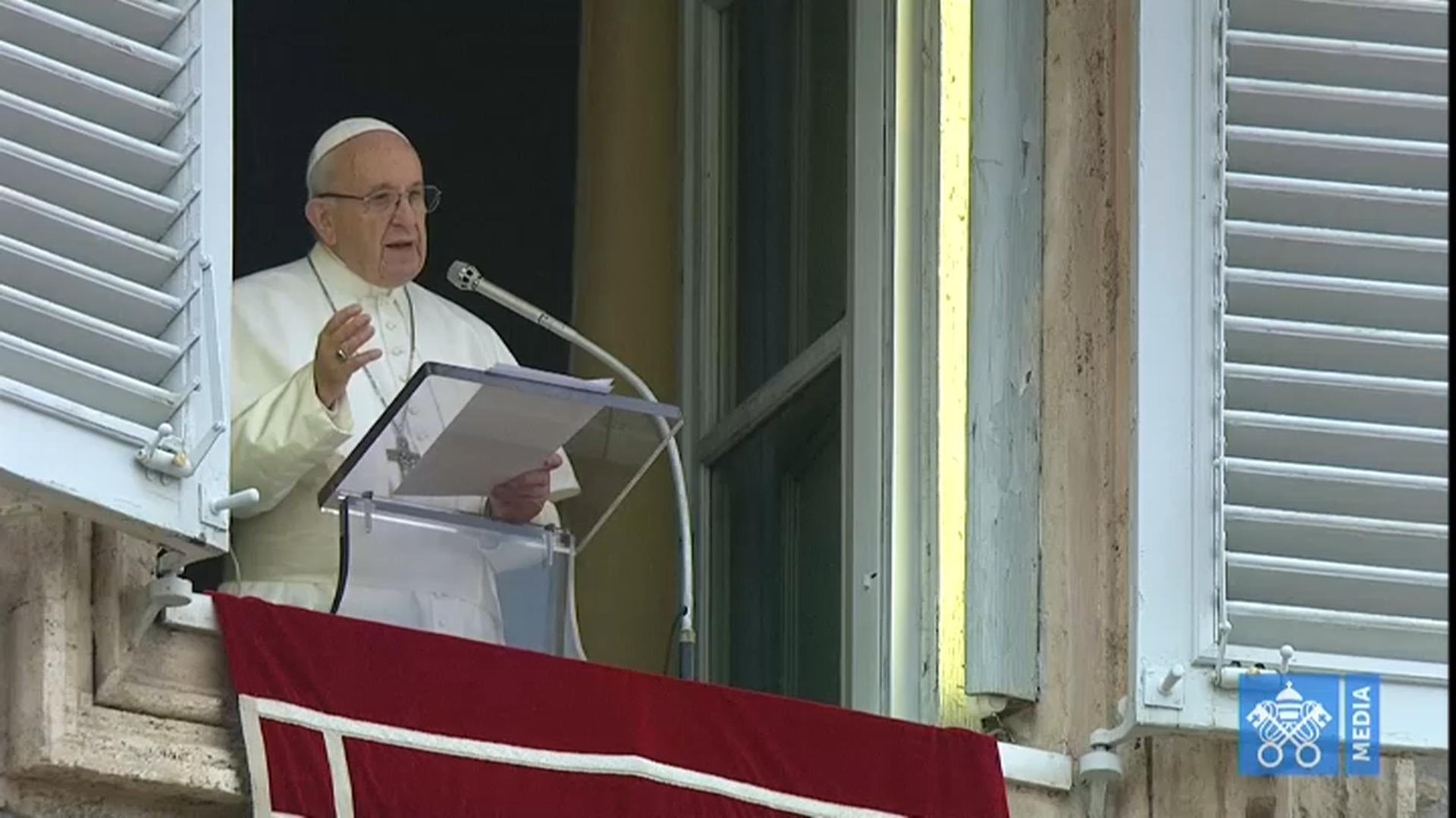 """Ecclesia – Papa Francesco all'Angelus: """"O santità o niente! Scegliamo la via delle beatitudini"""""""