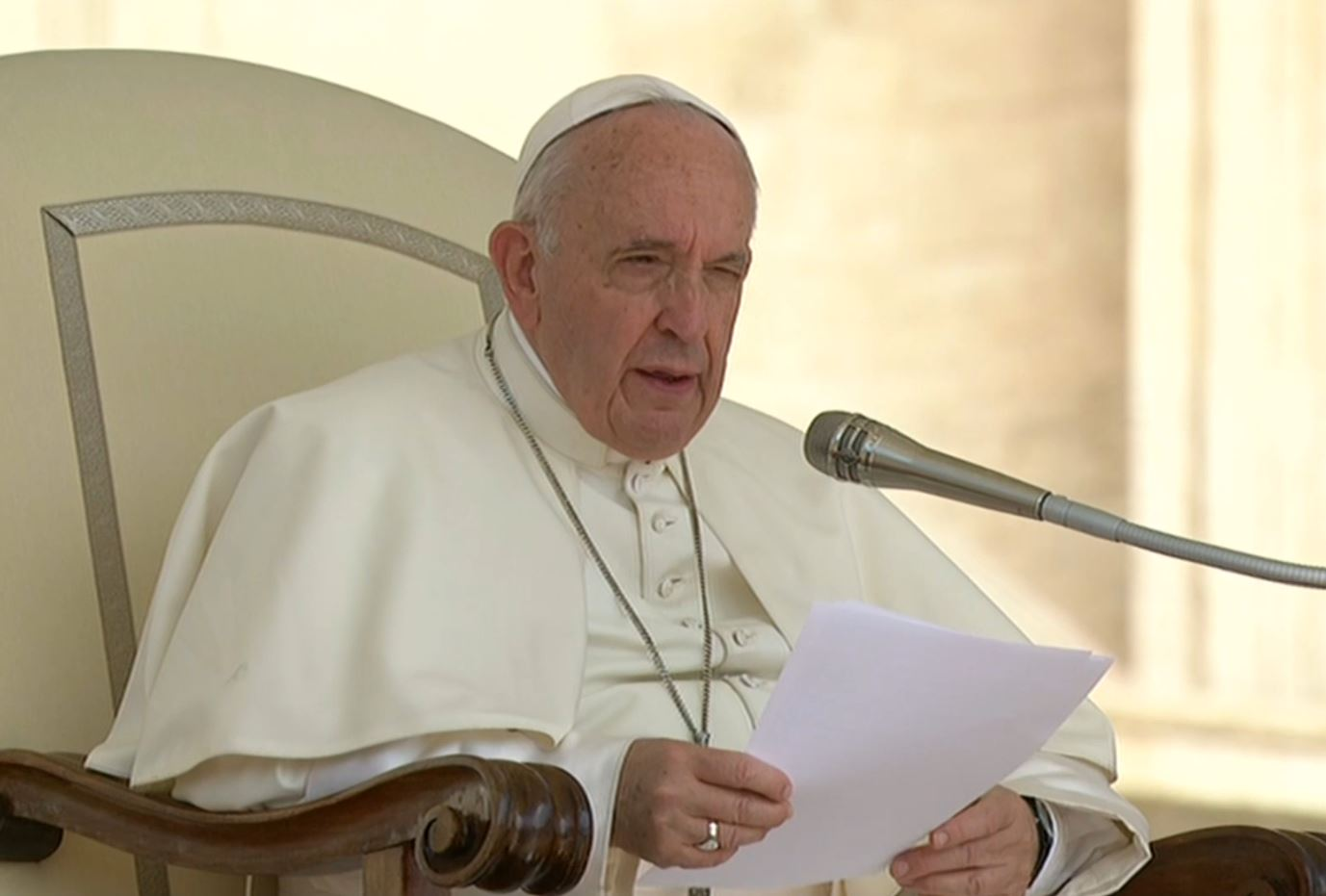 Papa: non è lecito distruggere la vita rendendola oggetto di sperimentazioni o false concezioni
