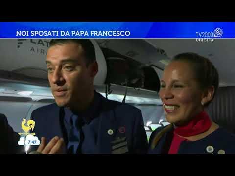 Matrimonio a sorpresa sull'aereo del Papa