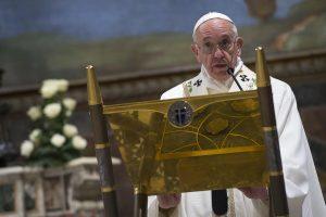 Papa: messa nella Sistina e battesimo di 26 bimbi