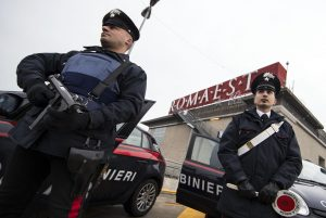 Saldi: Roma, intensificata sicurezza per rischio terrorismo
