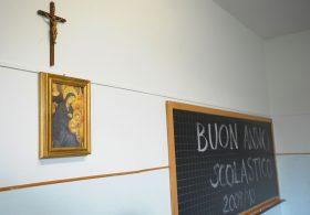 Scuola religione crocifisso insegnante