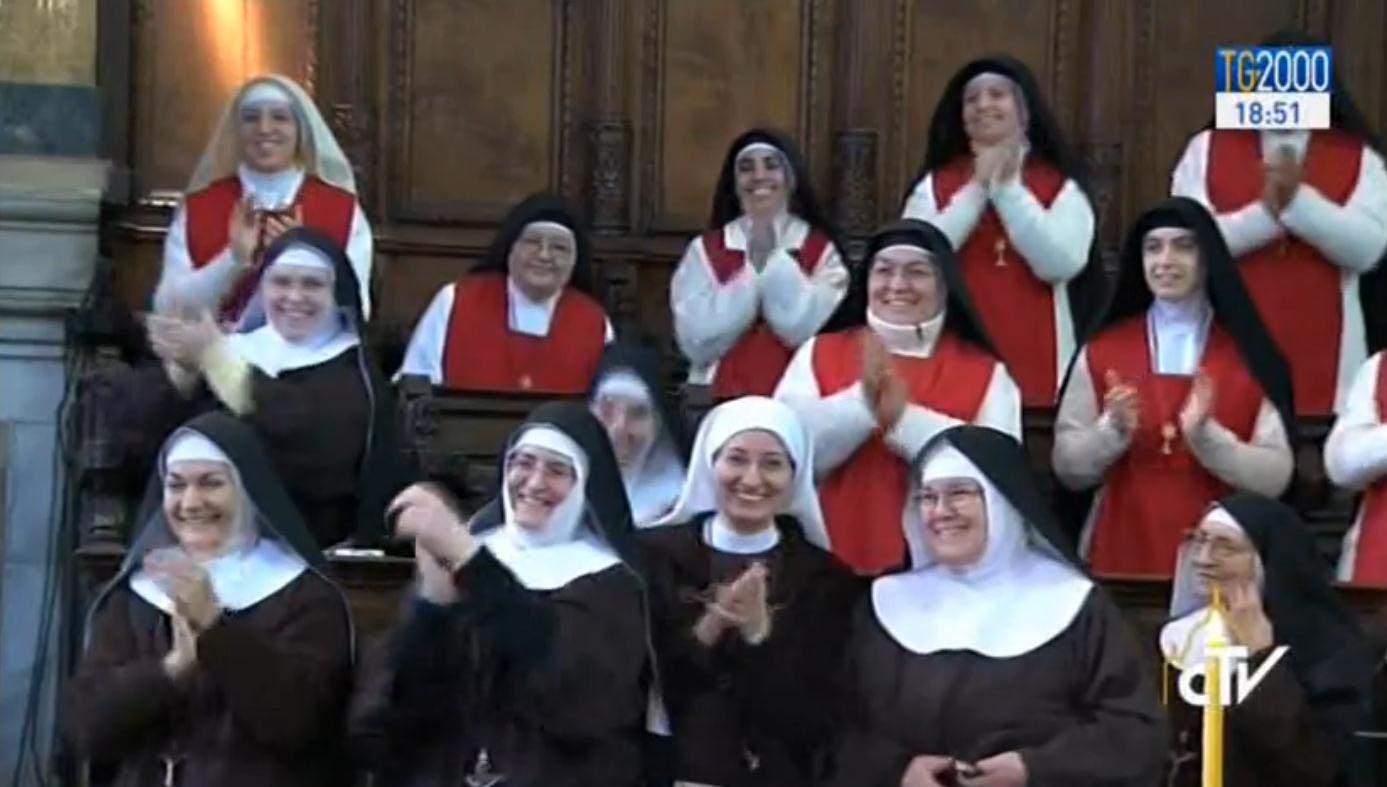 il papa a napoli incontro con le suore di clausura