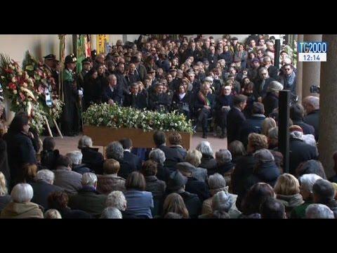 cerimonia-laica-per-lultimo-addio-a-umberto-eco-al-castello-sforzesco-di-milano