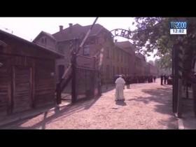 la-visita-di-papa-francesco-nel-silenzio-ad-auschwitz-e-birkenau
