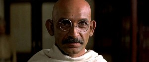 Ben Kinsgley interpreta Gandhi