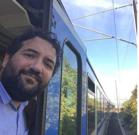 Ritorno da Lourdes. Il treno su cui viaggiano i pellegrini con don Dino Pirri bloccato a Cannes per l'alluvione. Guarda le foto