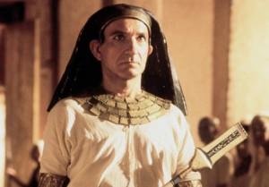 "Ben Kinsley interpreta il faraone Putifarre in ""Giuseppe"""