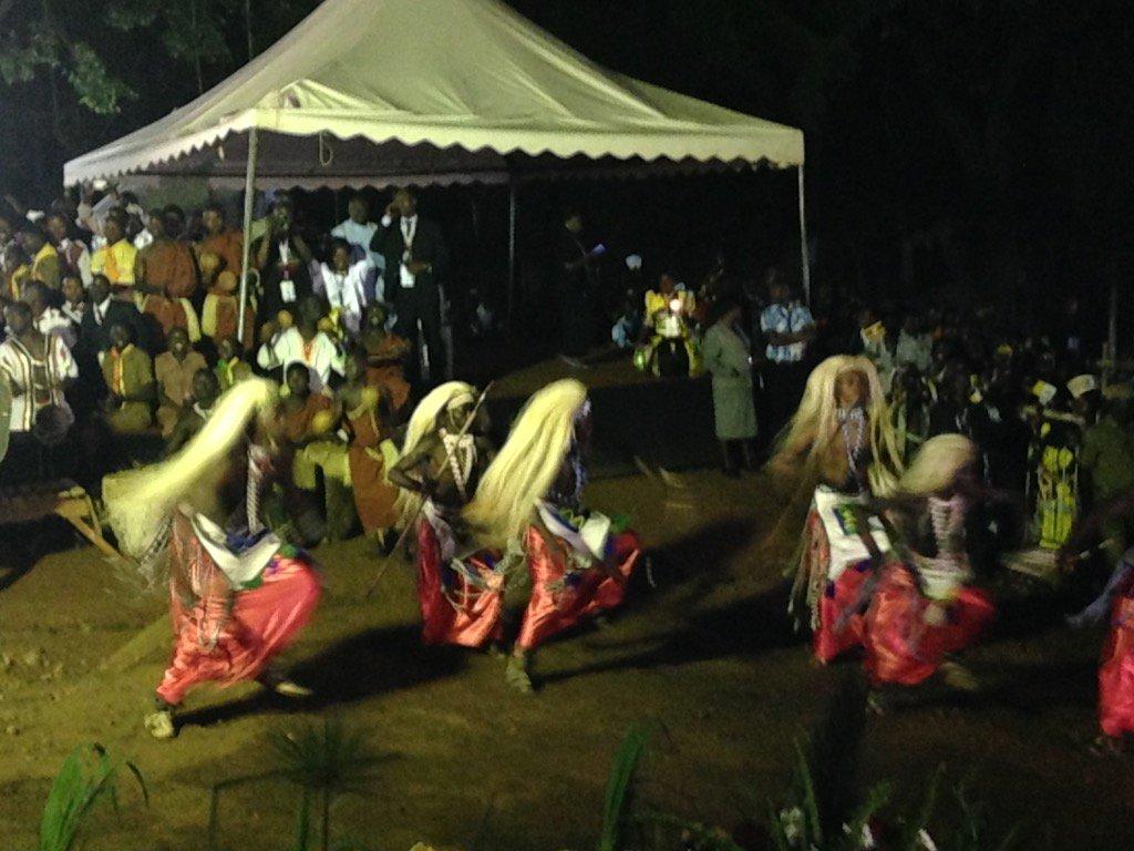I ritmi delle musiche tradizionali esprimono l'attesa per l'arrivo di #PapaFrancesco #PopeInUganda
