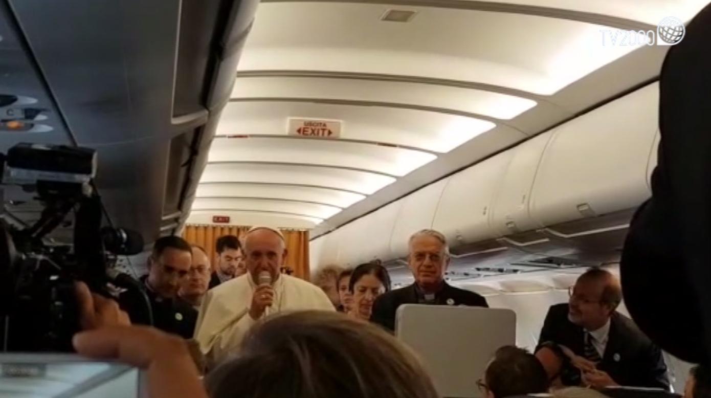 Papa Francesco dialoga con i giornalisti sull'aereo verso l'Armenia
