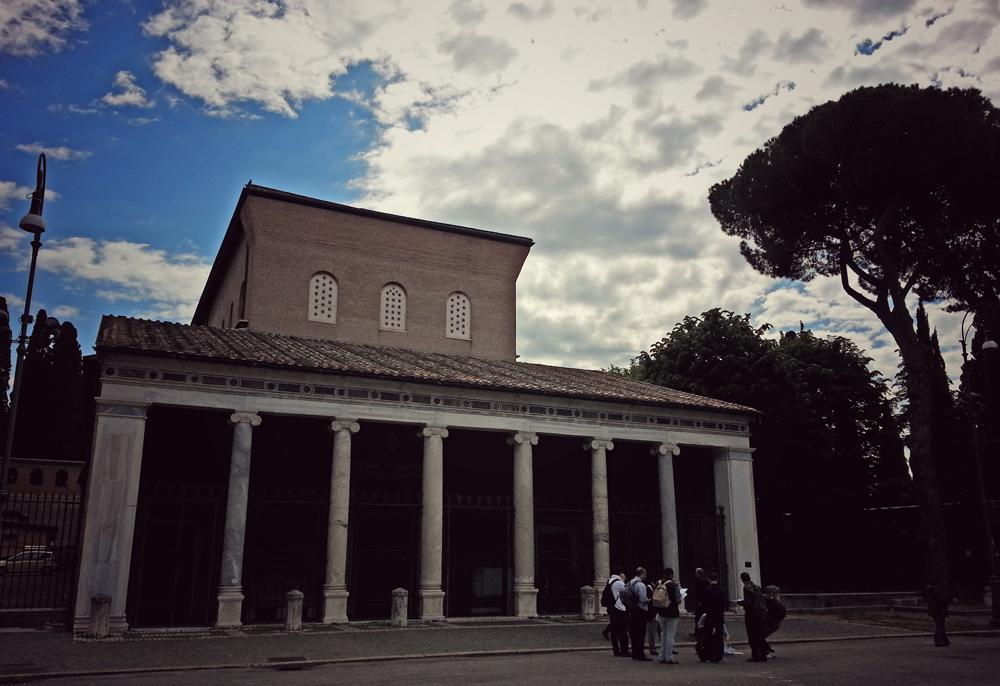 S. Lorenzo, le stelle e una chiesa che vale per due