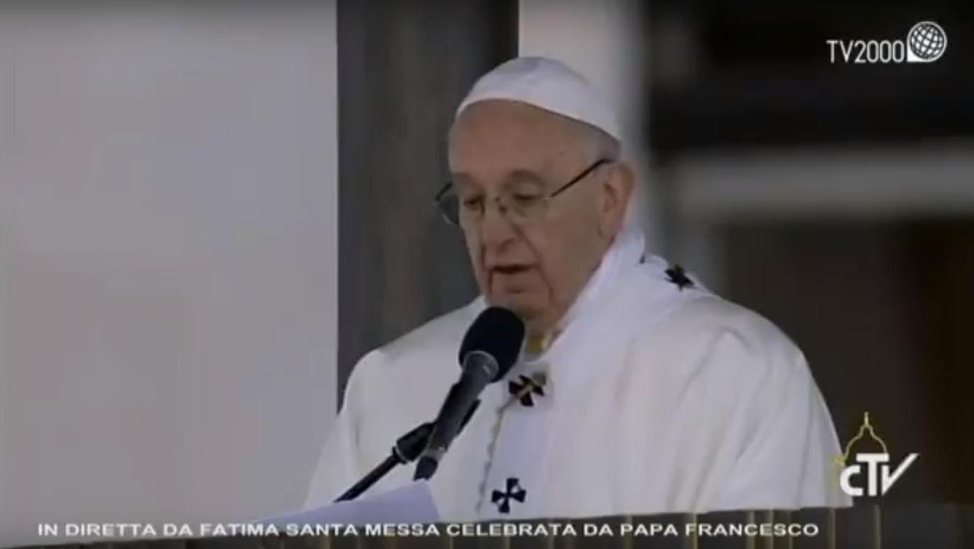 Lo storico viaggio di Papa Francesco a Fatima. I pastorelli Francesco e Giacinta proclamati santi (Video)