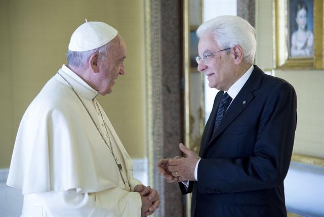 Papa Francesco e il Presidente della Repubblica Sergio Mattarella. Incontro storico al Quirinale