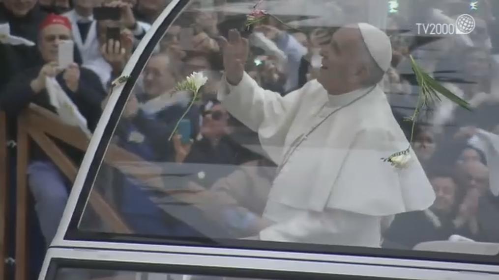 Papa Francesco a San Giovanni Rotondo, la visita a Casa Sollievo della Sofferenza e la Santa Messa