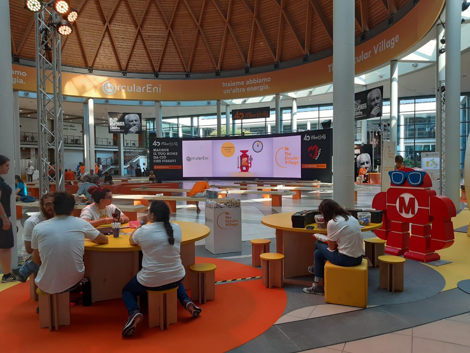 Meeting di Rimini, nella Hall centrale il TG2000 e gli speciali di TV2000