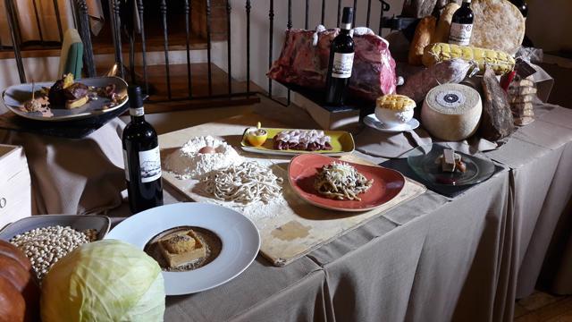 """Piccione al vinsanto e """"fegato grasso"""", gruè di cacao, arance candide e piccolo bonbon di patè di piccione alle nocciole"""