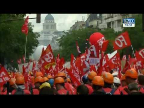 Parigi: alta tensione per la mobilitazione organizzata dai sindacati contro la riforma del lavoro
