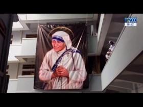 Madre Teresa Santa. Tutta l'India, di ogni credo e casta, ha gioito