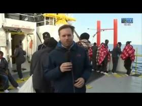A bordo di Nave Aquarius a salvare migranti e profughi. Il reportage di Vito D'Ettorre