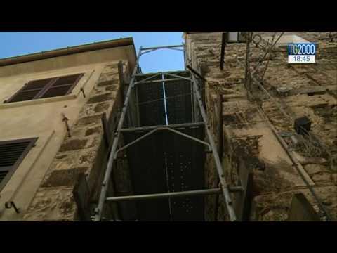 Castelli, città piegata dal terremoto. Il reportage di Maurizio Di Schino