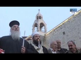 Musulmani e cristiani in preghiera a Betlemme ricordando le vittime dell'attentato in Egitto