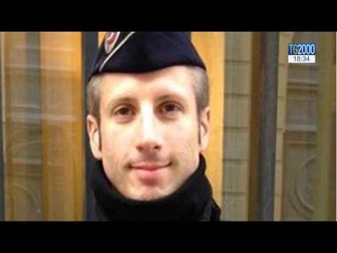 Parigi: il giorno dopo l'attentato che ha provocato la morte di un agente di polizia