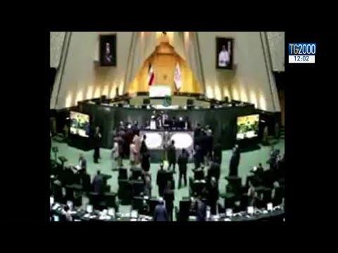 Attacco dell'Isis a Teheran, colpito il Parlamento e il mausoleo di Khomeini