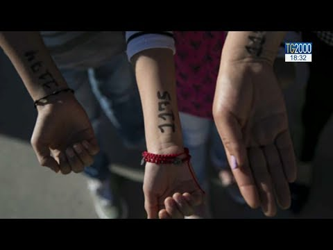 Migranti, numeri sul braccio dei bambini al confine Messico - Usa: come deportati o per tutela?