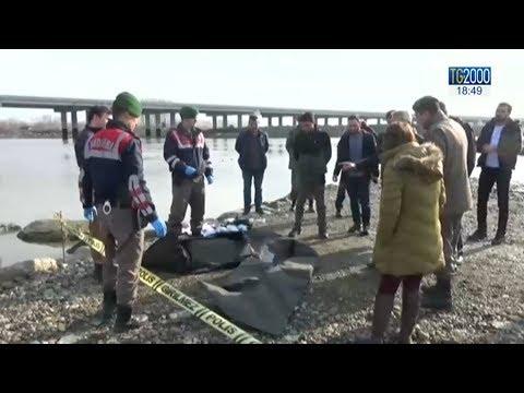 Tre migranti morti assiderati al confine tra Turchia e Grecia: respinti nelle acque gelide