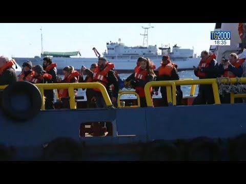 Migranti, Malta, una decina in Italia con i valdesi. Crotone, arrivano in 51 aiutati dalla popolazione