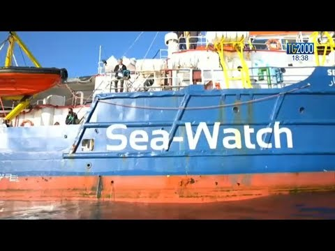 Sea Watch, Salvini: ok allo sbarco ma solo se trasferiti. I cittadini di Siracusa: fateli sbarcare