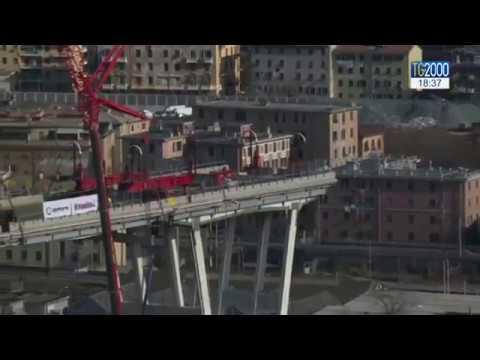 """Genova, iniziata demolizione Ponte Morandi. Cittadini: """"Fate in fretta"""""""