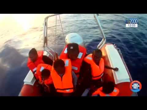 """Migranti, Salvini firma divieto ingresso della """"Mare Jonio"""""""