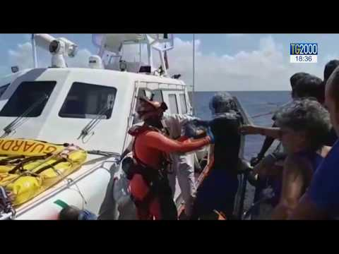 Migranti, nave Eleonore arrivata a Pozzallo. Odissea finita per 31 persone 'Mare Jonio'