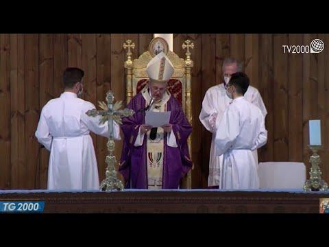 """Papa Francesco torna dal viaggio in Iraq: """"Terrorismo e morte non hanno mai l'ultima parola"""""""