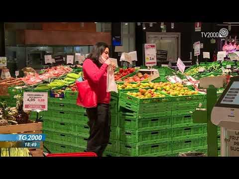 Covid, gli italiani risparmiano sul cibo e sulle cure