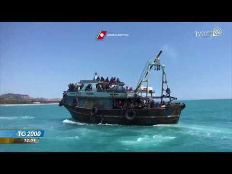 Migranti, 50 morti al largo della Libia. Sbarchi a Foggia e Pozzallo