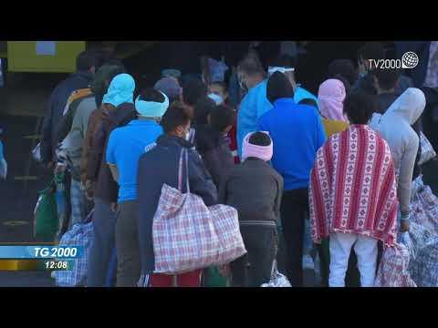Migranti: attracca nave quarantena Azzurra a Lampedusa. Commercianti: venite qui in vacanza