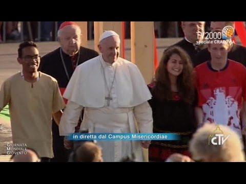 #GMG2016, Papa Francesco attraversa la Porta Santa del Campus Misericordiae